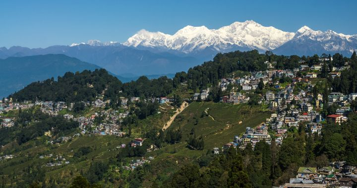 Darjeeling With Himalayan Mountain Railway Tour